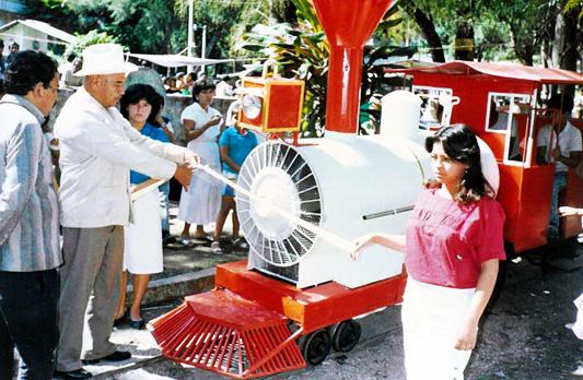 Inauguración del Trencito de la Laguna de Nogales en los años 80's